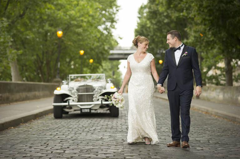 Photographer elope in paris