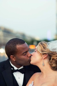 kiss in paris photography