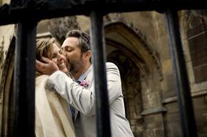 kiss in paris photographer