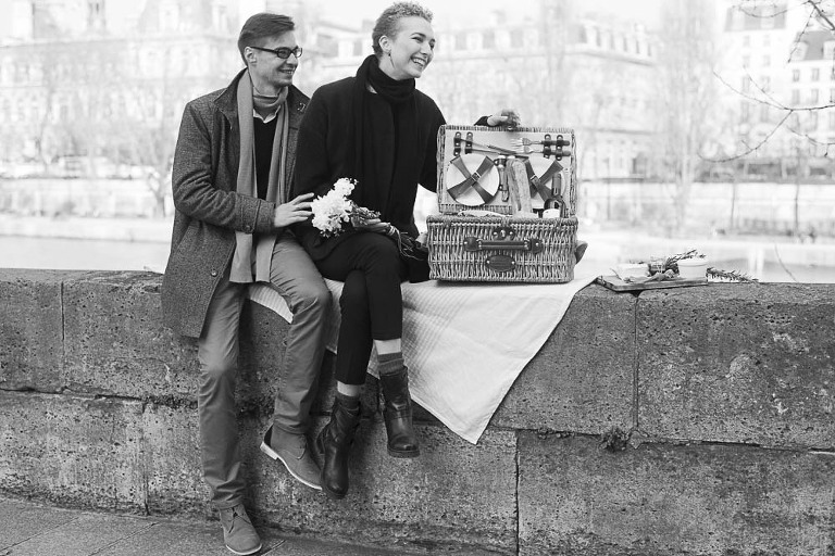 paris-picnic-couple-photography